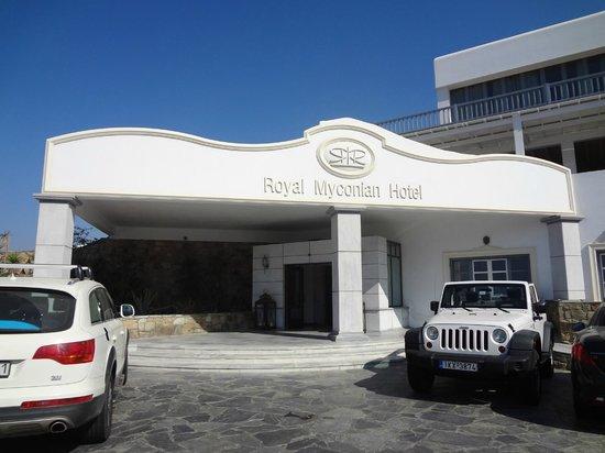 Royal Myconian Resort & Thalasso Spa Center: Entrée de l'hotel