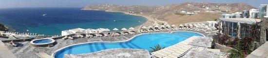 Royal Myconian Resort & Thalasso Spa Center: Vue panoramique de la piscine