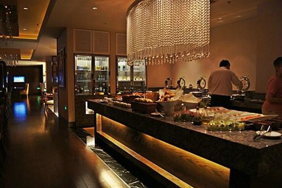JW Marriott Hotel Hangzhou: free canapes from 17.30-19.30