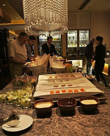 JW Marriott Hotel Hangzhou: sample canapés on serve