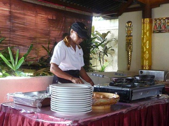 Respati Beach Hotel - Sanur : breakfast area