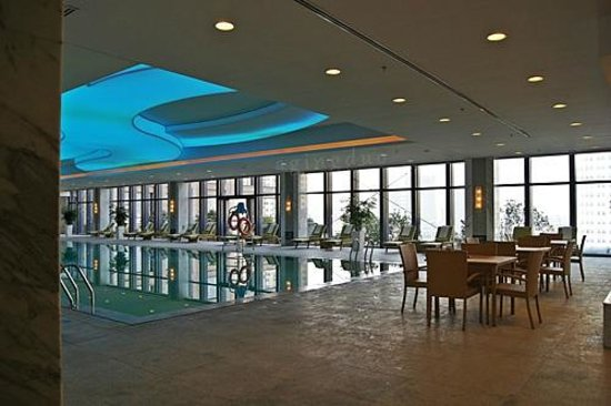JW Marriott Hotel Hangzhou: indoor swimming pool on 5th floor