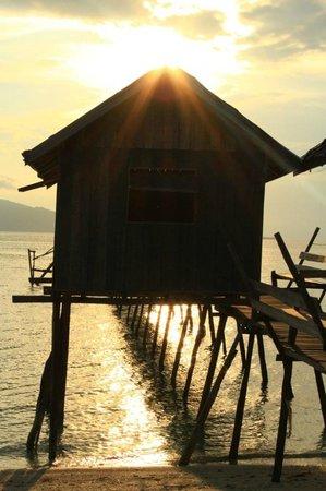 Celebes Beach Resort : Причал у отеля