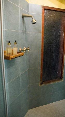 Hluhluwe River Lodge: Geräumige Dusche