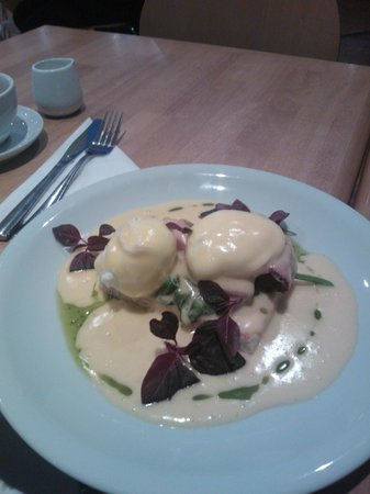 Thirtyfive: The best Eggs Benedict, hollandaise made to order