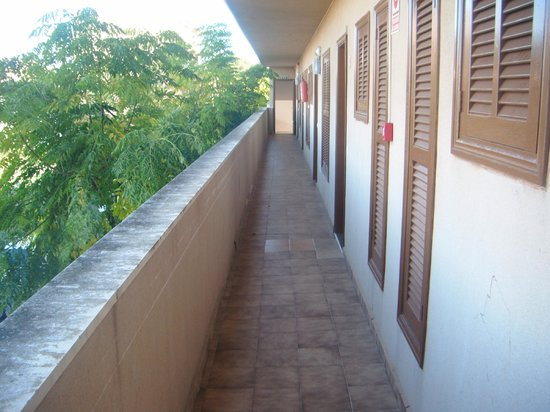 Playamar: the path way to the room, only entrance into or room
