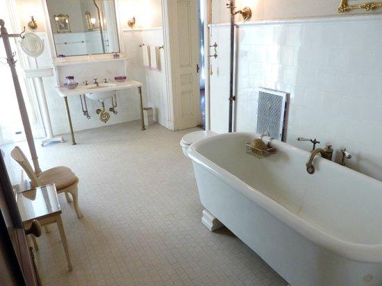 Vanderbilt Mansion National Historic Site: A bathroom