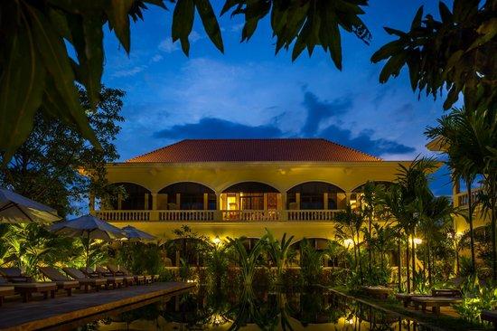 Pavillon d'Orient Boutique-Hotel : Pavillon d'O swimming pool at night