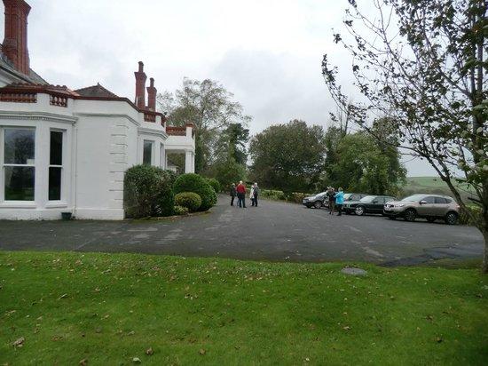 Mansion House Llansteffan : Car Park & side view of Entrance