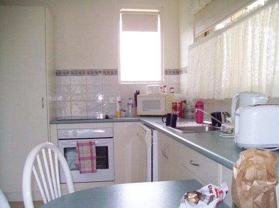 Merimbula Beach Apartments: Kitchen