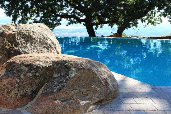 Hotel Nabia : The pool built around the rocks
