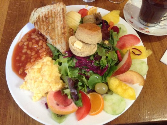 Bapz : Sunday brunch (also includes fruit juice and a hot drink)