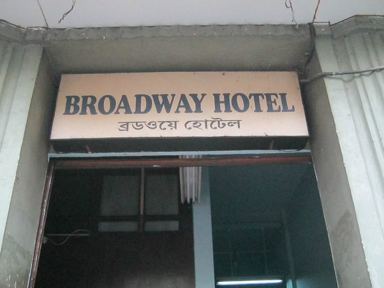 Broadway Hotel: Front