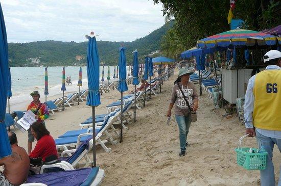 Thara Patong Beach Resort & Spa: Short walk to Patong Beach