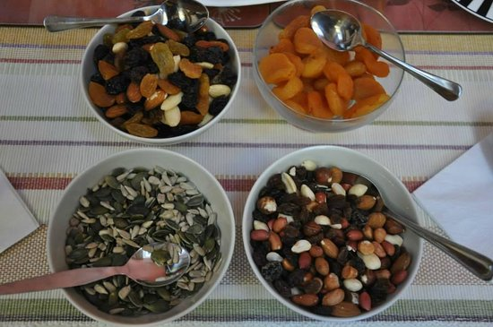 Docharn Lodge Guest House : Dried fruit and nut selection