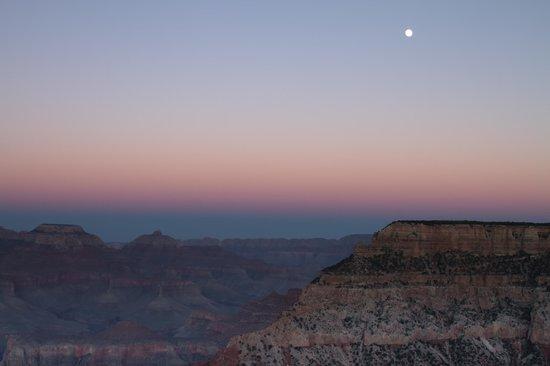 Holiday Inn Express Grand Canyon: Suset/Moonrise Grand Canyon