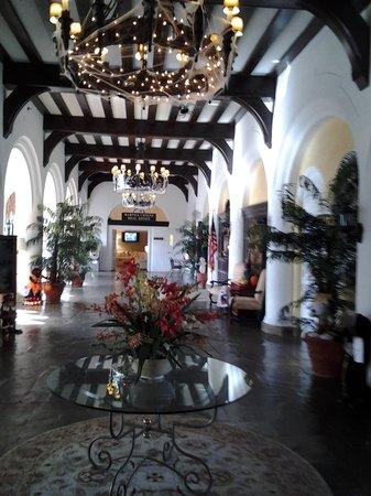 Montauk Manor: Lobby