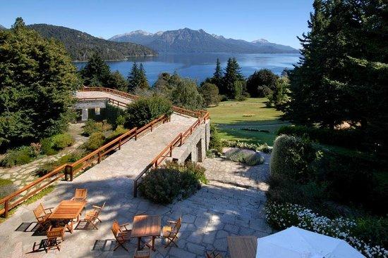 Hotel Tunquelen: Inolvidables vistas al Lago desde la terraza y el parque del hotel
