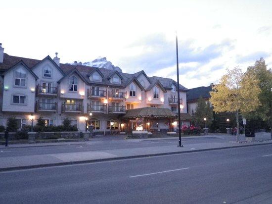 Rundlestone Lodge : Front of hotel