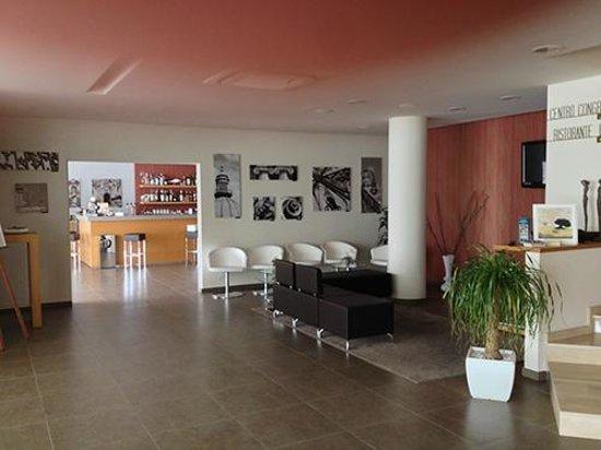 Torre Del Sud Hotel: Recepção e restaurante