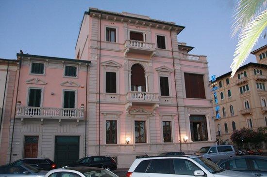 Hotel Villa Tina: The outside