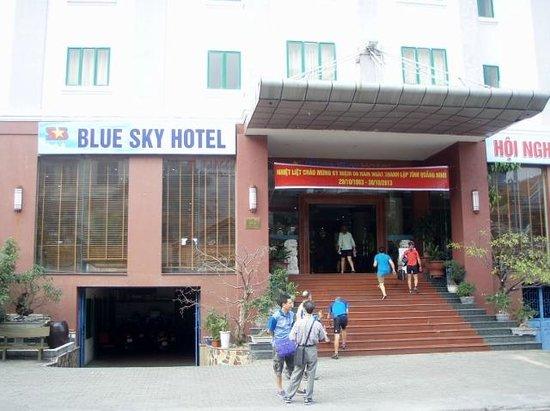 Blue Sky Hotel : entrance