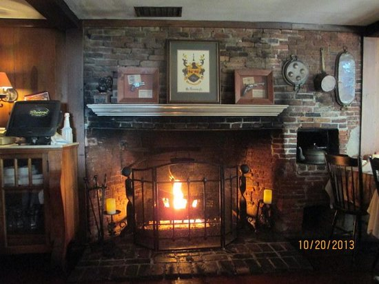 The Homestead Restaurant & Tavern: Gas Fireplace