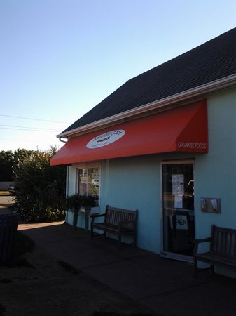 Naturally Good Foods and Cafe: Front