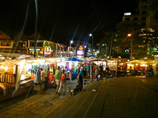 MO Rooms : Walking street sunday market 1 min walk from Hotel
