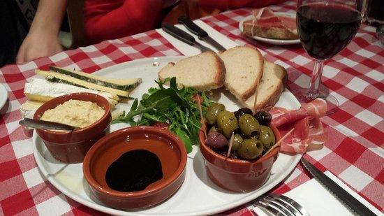 Little Italy : Big antipasti plate