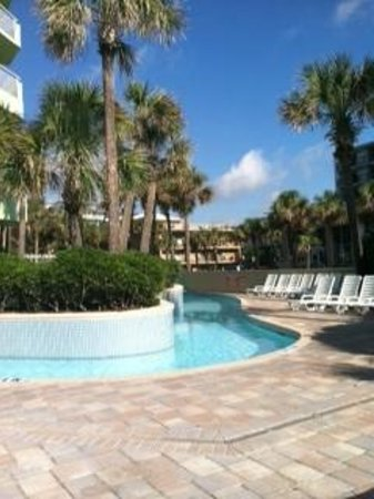 Coral Beach Resort & Suites: Lazy River