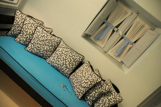 Katikies Hotel: sala no quarto