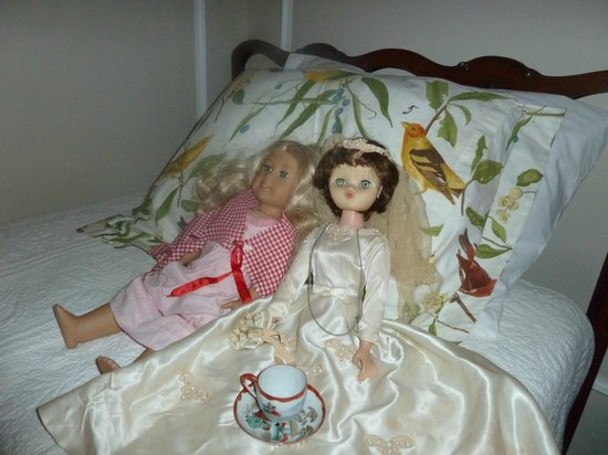 Hornsby House Inn: Miss Hornsby's doll