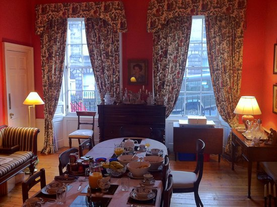 14 Hart Street: Well decorated breakfast room