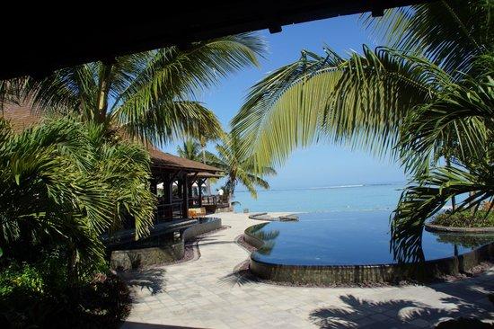 LUX* Le Morne: Vue sur le lagon depuis l'accueil