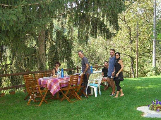 La Locanda della Sesta Felicita: spuntino in giardino
