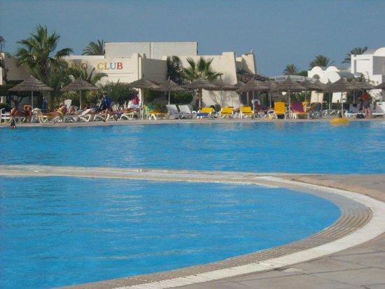 Trouv dans un plat mijot photo de djerba sun club for Club piscine prix thermopompe