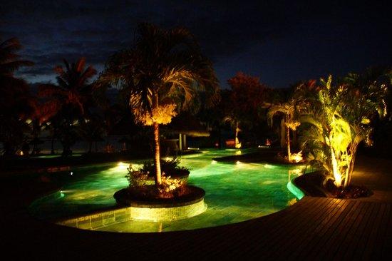 LUX* Le Morne : Vue sur la piscine