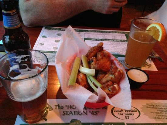 Station 43 Tavern: Wings and good local beers on tap