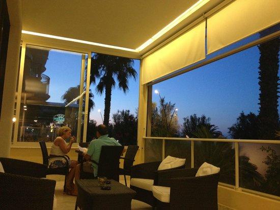 Hotel Bahia: VISTA DAL DEHOR ALBERGO