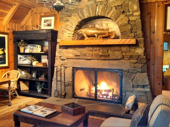 Lake Creek Lodge : Main Lodge