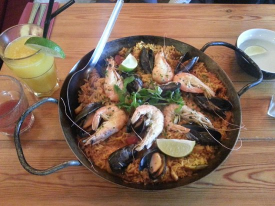 Cafe des Amis: Amazing paella for two!