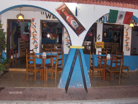 Miguel's Moonlight Lounge: Miguels Moonlight