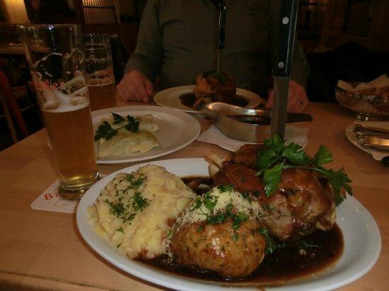 Barfuesser die Hausbrauerei: El Codillo, el plato estrella del Local