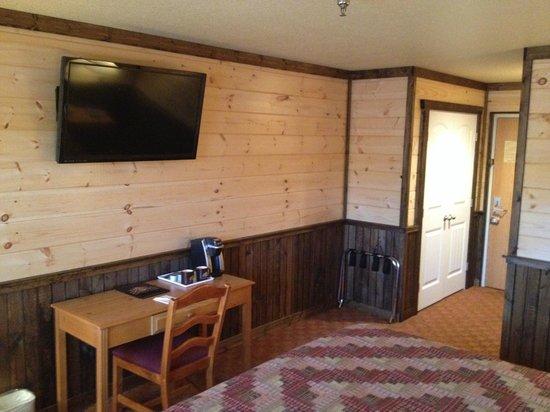 Reid Ridge Lodge: Flat Screen TV in Lodge Style Room