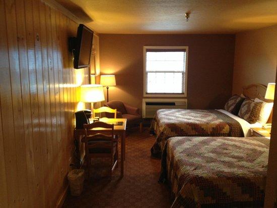 Reid Ridge Lodge: Standard Double Queen Room