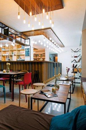 Plot & Coffee Shop: Spatiu de lucru pentru oameni creativi