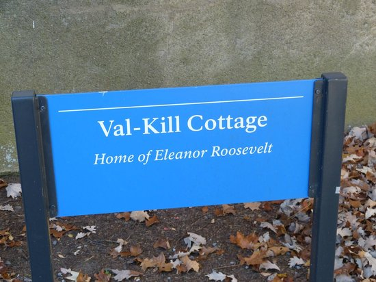 Val-Kill Cottage: Sign
