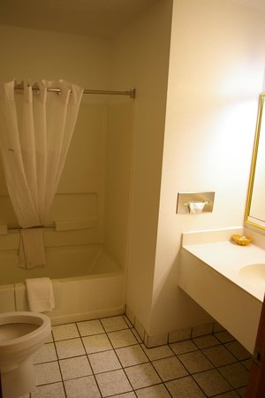 Days Inn & Suites Red Rock-Gallup : salle de bain