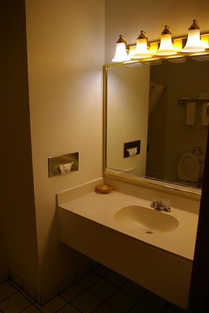 Days Inn & Suites Red Rock-Gallup: salle de bain